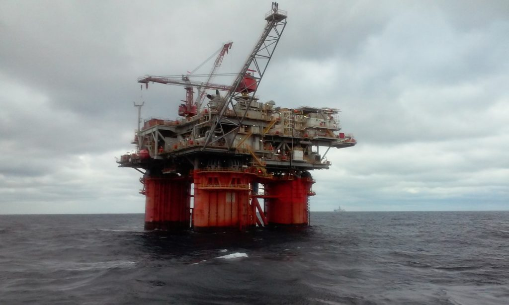 oil-rig-5232047_1920